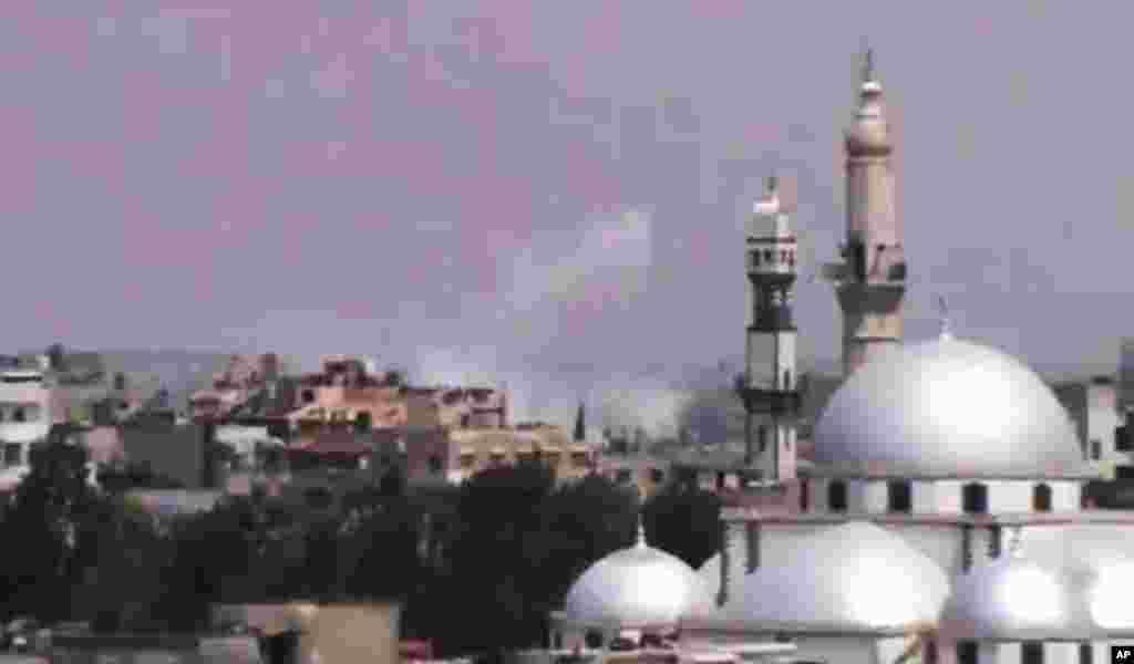 Дим над Гомсом. Знімок зроблений на основі відео оприлюдненого Shaam News Network.