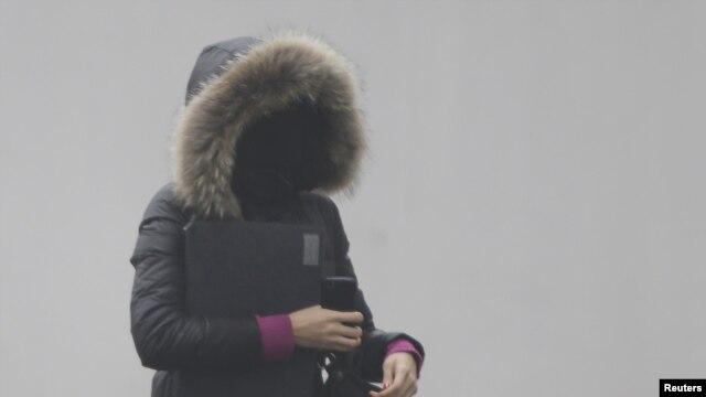 Người dân phải bịt kín mặt khi ra đường ở Bắc Kinh.