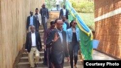 Người dân Rwanda đi biểu quyết hôm 18/12/2015.