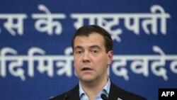 Medvedev, zyrtarët të mos komentojnë rreth çështjeve të papërfunduara gjyqësore