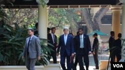 US Secretary of State John Kerry at Raffle Le Royal Hotel on Tuesday, January 26th, 2016, Phnom Penh, Cambodia. (Nov Povleakhena/VOA)