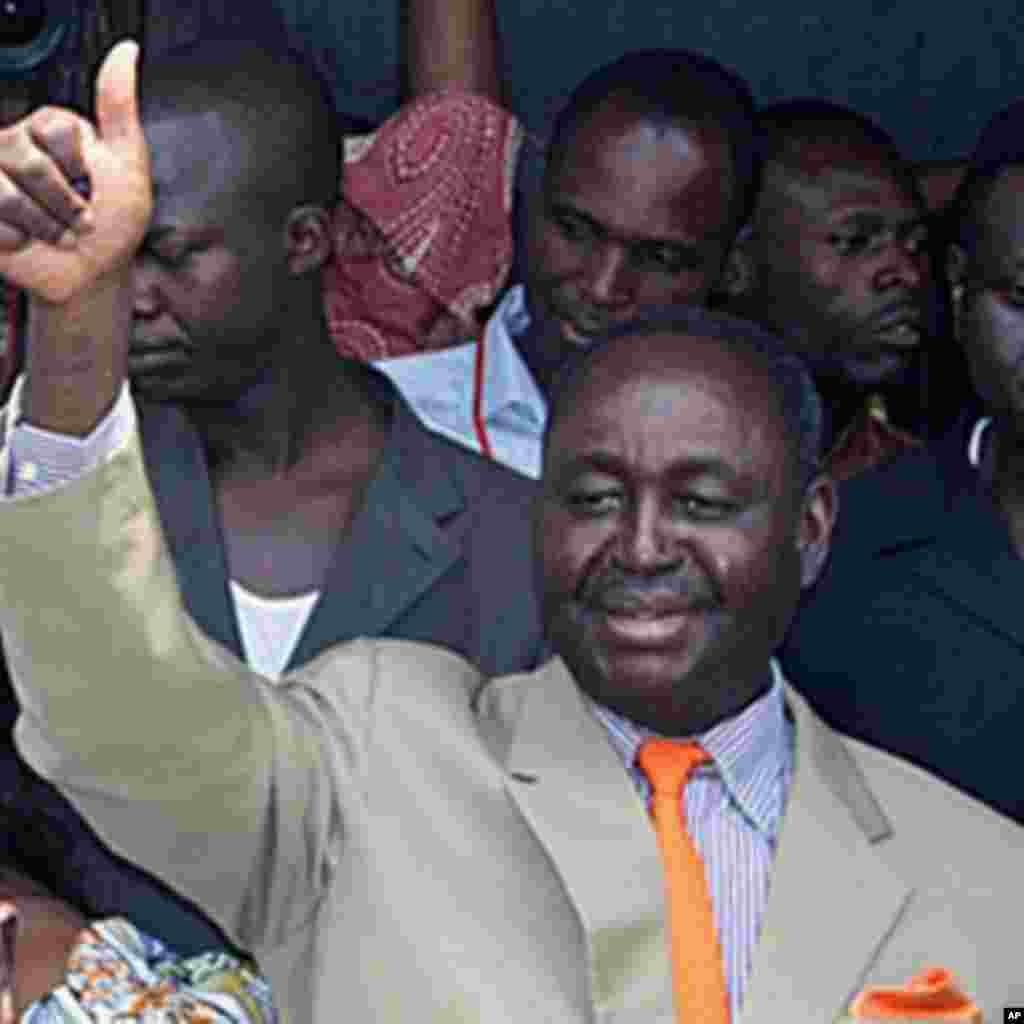 Le 24 mars 2013,François Bozizé, au pouvoir depuis plus de 10 ans, est chassé par les rebelles de la Séléka à Bangui. Michel Djotodia s'auto-proclame président.