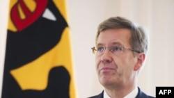 Tổng thống Đức Christian Wulff loan báo quyết định từ chức trong một tuyên bố tại dinh tổng thống, Bellevue Palace, ở Berlin Đức hôm 17/2/12.