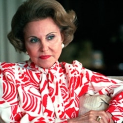 Columnist Ann Landers poses during an interview at her home