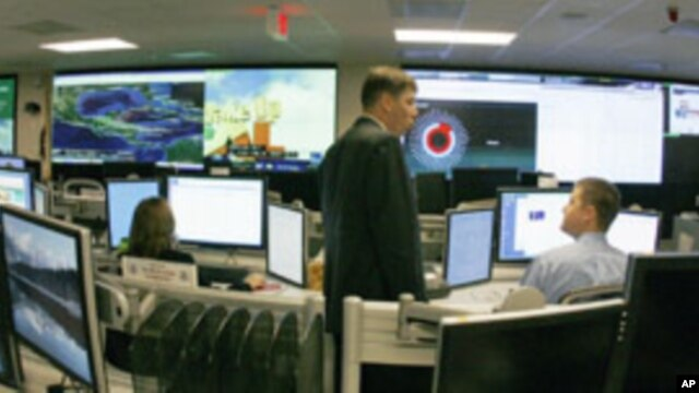 U.S. Department of Homeland Security analysts work at the National Cybersecurity & Communications Integration Center located just outside Washington in Arlington, Virginia, September 2010. (file photo)