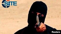 """""""Jihadi John,"""" warga Inggris yang bernama asli Mohammed Emwazi, algojo ISIS yang tampil dalam video tahun 2014 (foto: dok)."""