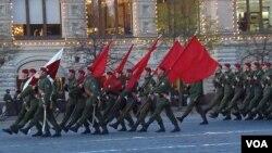 2012年胜利日前夕红场阅兵彩排。(美国之音白桦拍摄)