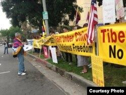 示威者要求宗教信仰自由(照片由刘雅雅提供)