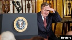 El mayor de los Bush fue vicepresidente durante ocho años durante el mandato de Ronald Reagan antes de asumir la presidencia en 1989.