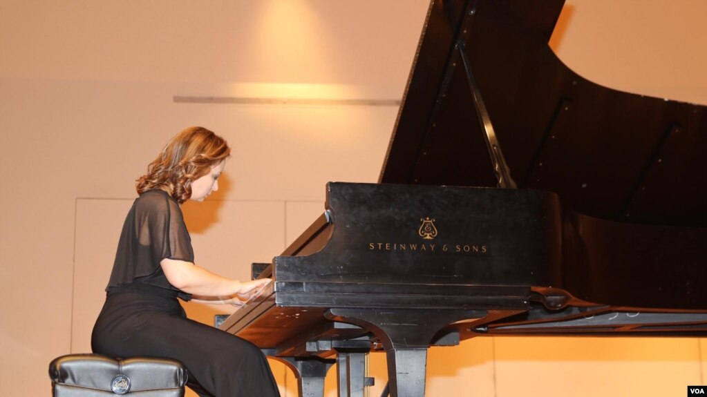 "Pianistja Merzana Kostreci sjell në Uashington recitalin ""Ndjesi pranverore"""
