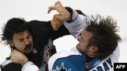 Момент матча между Anaheim Ducks и San Jose Sharks