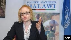 L'experte indépendante de l'Onu sur les droits de l'Homme et l'albinisme, Ikponwosa Ero, lors d'une conférence de presse au Malawi, le 29 avril 2016. / AFP PHOTO / Amos Gumulira