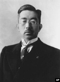 هیروهیتو، امپراتور شووا