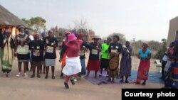 Amalunga eMthwakazi Republic Party ahlabela ngesikhathi bekhuluma lozulu. (Courtesy Photo)