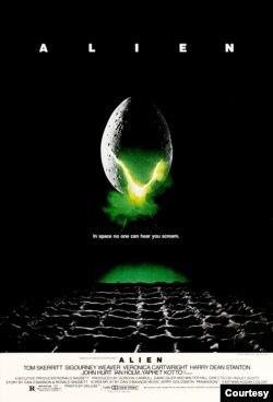 فلم میں ان چھ خلابازوں کے مرنے کی وجہ ایک ایسی خلائی مخلوق تھی جس نے آگے جا کر اسی فلم کے سیکیولز میں تباہی مچائی۔