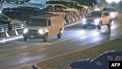 Kombi kojim je vodnik Robert Bejls prebačen u vojnu bazu Fort Levenvort u Kanzasu, aerodrom u Kanzas Sitiju, 16. mart 2012.