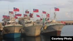 Kapal-kapal nelayan Taiwan mendarat di Pulau Taiping.