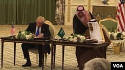 O presidente americano e o rei saudita assinam os acordos