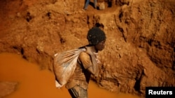 Artisanal gold miners work at an open mine in Mazowe, Zimbabwe, April 5, 2018.