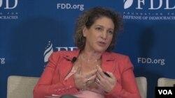 사만다 라비츠 민주주의수호재단 연구원이 10일 워싱턴에서 열린 안보 토론회에서 북한의 사이버 위협에 관해 설명했다.