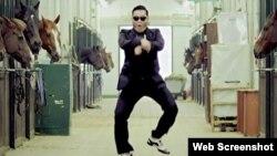"""Rapper Psy dari Korea Selatan dalam video musik untuk lagunya yang populer """"Gangnam Style"""". (Foto: Dok)"""
