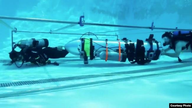 """美國太空技術探索公司為營救專門研製的""""小號潛艇"""""""