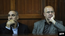 Sayed Mansour Mousavi (L) and Ahmad Abolfathi Mohammed listen to court preceeding before being sentenced to life in prison on terror-related charges, during their trial in Nairobi, May 6, 2013.