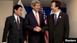 Từ trái: Ngoại trưởng Nhật Bản Fumio Kishida, Ngoại trưởng Hoa Kỳ John Kerry và Ngoại trưởng Nam Triều Tiên Yun Byung-se trước cuộc thảo luận nhóm tại hội nghị ASEAN ở Brunei, 1/7/13