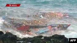 Khoảng 50 người tỵ nạn đã thiệt mạng khi chiếc tàu chở họ đâm vào đá ngoài khơi lãnh thổ hẻo lánh thuộc Australia hồi tháng 12 năm 2010