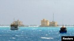 Kapal nelayan Vietnam terlihat berlayar di dekat pulau Da Tay, kepulauan Spratly (Foto: dok). Pemerintah China dan Vietnam sepakat untuk membuka jalur hotline untuk membantu menyelesaikan sengketa wilayah secara cepat.