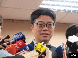 台灣陸委會副主委邱垂正接受傳媒採訪(美國之音張永泰拍攝)