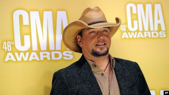 Jason Aldean arrives at the 46th Annual Country Music Awards at the Bridgestone Arena , in Nashville, Tennessee, Nov. 1, 2012.
