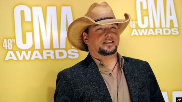 Jason Aldean arrives at the 46th Annual Country Music Awards at the Bridgestone Arena in Nashville, Tennessee, Nov. 1, 2012.