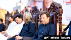 وزیرِ اعظم عمران خان نے بھی کشمیر میں جلسوں سے خطاب کیا تھا۔