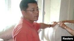 Mục sư Hyeon Soo Lim (trái) thực hiện một dự án nông nghiệp ở Bắc Triều Tiên