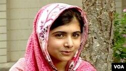 Nữ sinh Malala Yousafzai Yousafzai được cộng đồng quốc tế biết tiếng vì đã cổ võ các dịch vụ giáo dục cho trẻ gái, và thu thập tài liệu về các hành vi tàn ác của Taliban