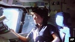 Sally K. Ride, perempuan Amerika pertama yang mengorbit Bumi. (Foto: Dok)