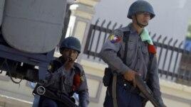 Cảnh sát đã ra tay giải tán người biểu tình ở ba trại tại các mỏ đồng Letpadaung, gần Mandalay