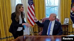 Hope Hicks i Donald Trump za vrijeme intervjua za Reuters, 17. januar 2018.