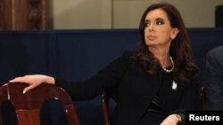 La presidenta de Argentina Cristina Fernández ha puesto en riesgo la libertad de expresión al proponer una ley de ética periodística, dice el Foro de Periodismo Argentino.