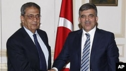 Turkish President Abdullah Gul, right, shakes hands with Amr Moussa, secretary general of the Arab League, during their meeting in Cairo, Egypt, March 3, 2011