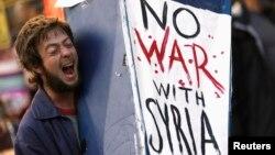 Người biểu tình chống sự can thiệp quân sự vào Syria ở San Francisco, California, ngày 29/8/2013.