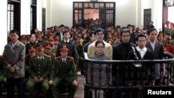 지난달 9일 베트남 법정에서 실형을 선고받은 반정부 정치인사들. (자료사진)