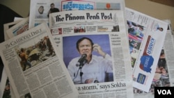 Hot off the press: newspapers in Phnom Penh, Cambodia, May 12, 2016. The Cambodian government on Thursday requested all news media outlets in the country to use honorific titles of top government officials. (Hean Socheata/VOA Khmer)