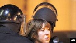美國加州奧克蘭警方逮捕參加反華爾街運動的抗議者
