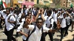 Après la mort de 5 lycéens, les jeunes Soudanais en colère défilent à Khartoum