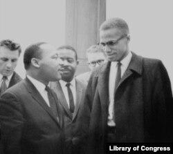 Satu-satunya pertemuan Martin Luther King, Jr dan Malcolm X (Foto: Perpustakaan Kongres AS)