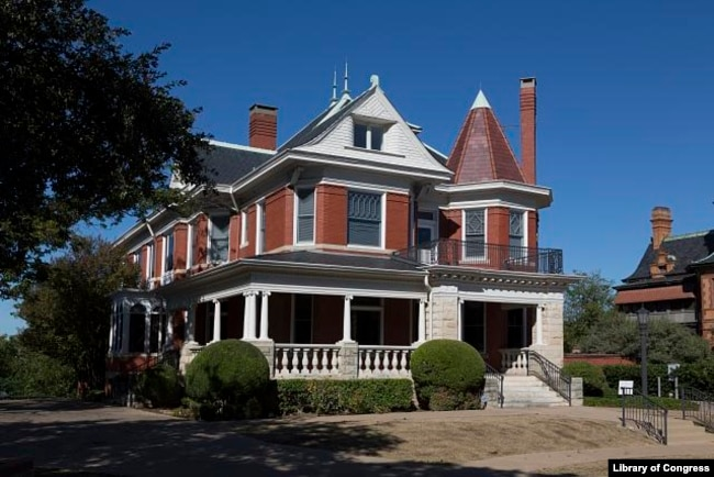 The Pollock-Capps House is a Victorian mansion built in 1898 in Fort Worth, Texas. (Photo by Carol Highsmith)