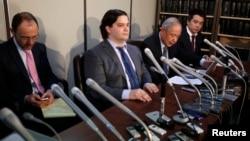 """Mark Karpeles (drugi s leva), bivši izvršni direktor tokijske bitkoin berze """"Mt. Goks"""""""