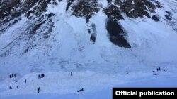 Alpinistlərin axtarışı davam edir